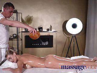 قاعات للتدليك يمارس الجنس الدهني مع حواف كبيرة الثدي براقة
