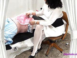 فيمدوم جوارب طويلة ممرضة بدسم سيسي امتحان handjob